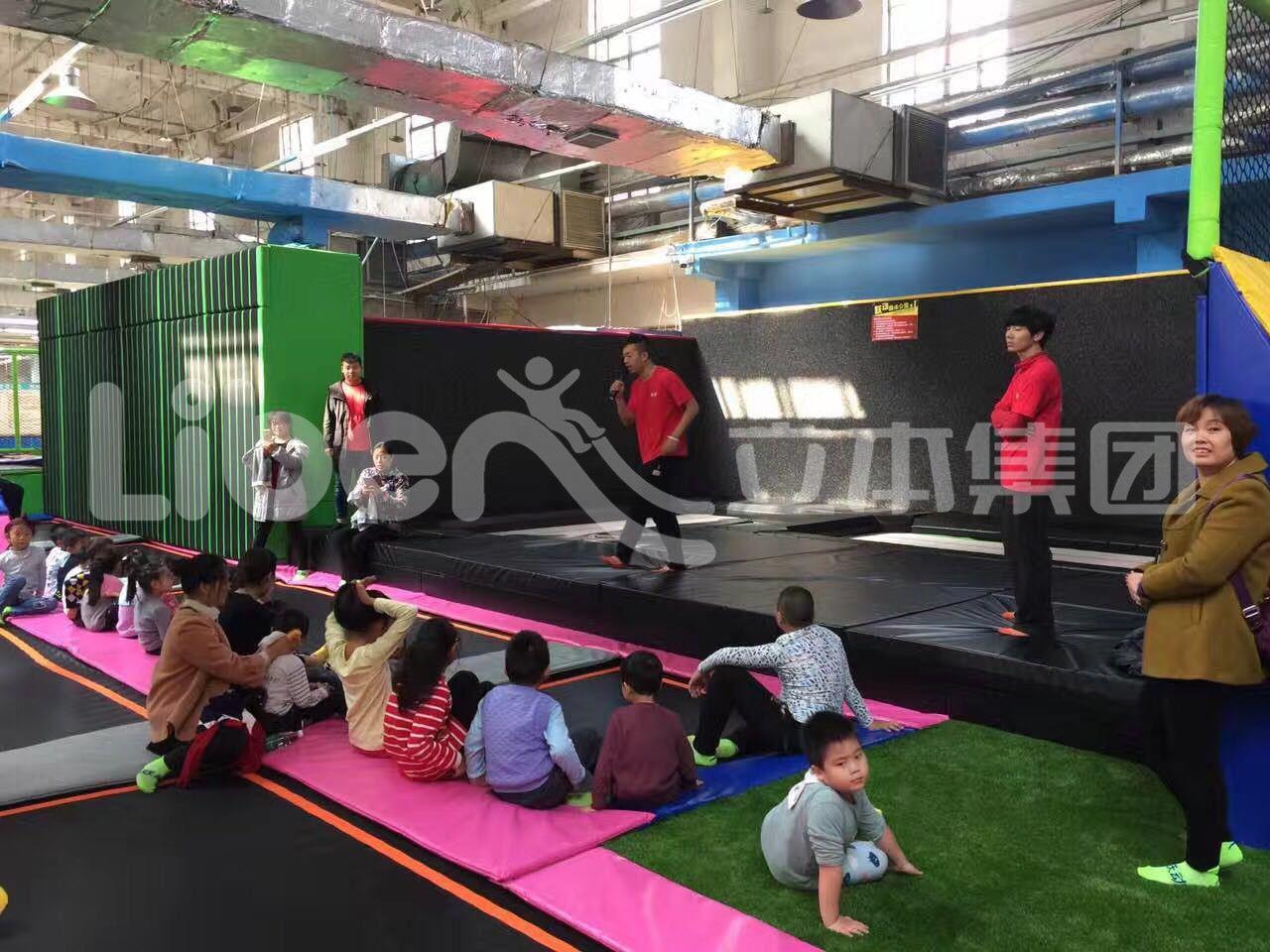 廠家直銷 室內大型蹦床組合樂園 親子互動游戲蹦床